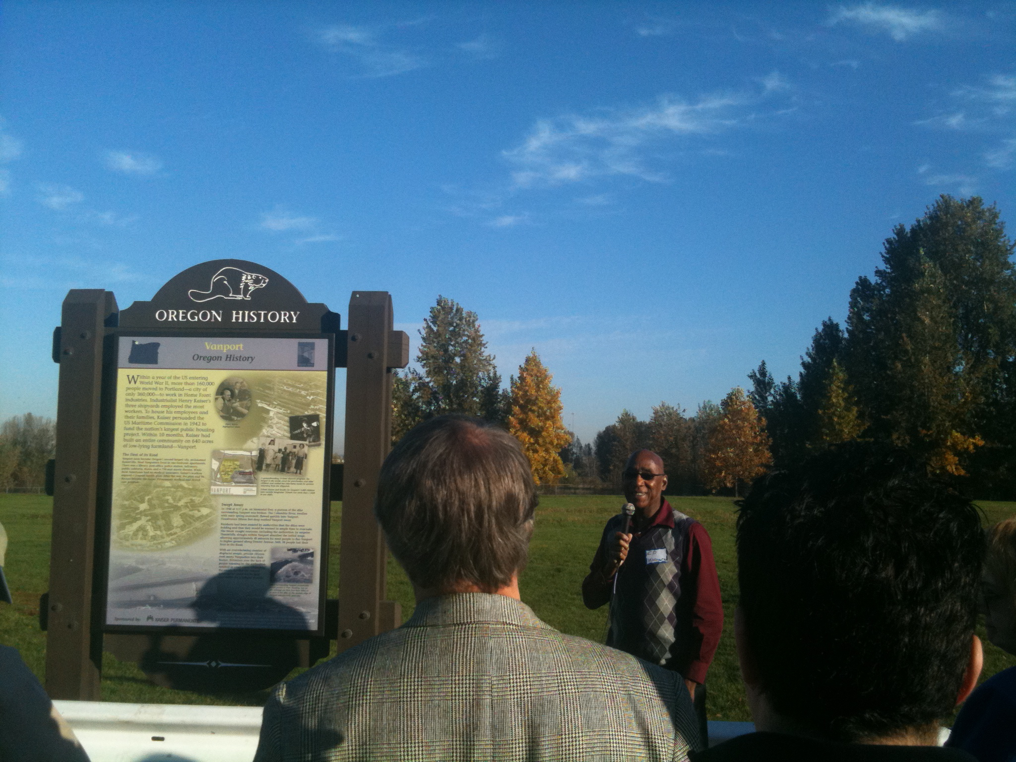 Ed Washington speaks to tour group from the site of Vanport